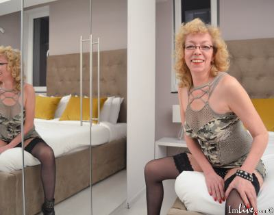 KarinaJones, 55 – Live Adult cam-girls and Sex Chat on Livex-cams