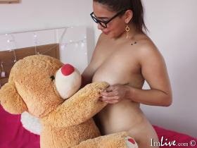 I have a curvy body my tits and ass are ready to be fucked, I love playing with my whole body, I invite you my world :)