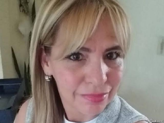 Watch Vicky_Hot live on cam at ImLive